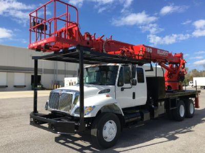 Sign Crane / Digger truck for Sale-2006 Elliott H90R Mounted On a 2006 International 7400 Chassis