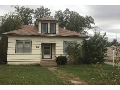 4 Bed 2 Bath Preforeclosure Property in Clinton, OK 73601 - Terrace Ave