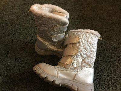 $3 children s place silver size 1 snow boots