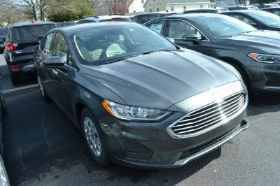 2019 Ford Fusion S (Magnetic Metallic)