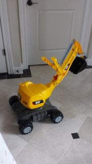 GREAT TOY! BRAND NEW RIDE ON CAT EXCAVATOR WITH WORKING CRANE