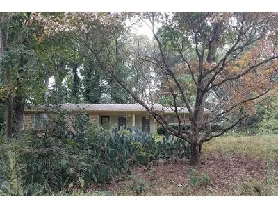3 Bed 2 Bath Preforeclosure Property in Stone Mountain, GA 30088 - Smokehouse Ln