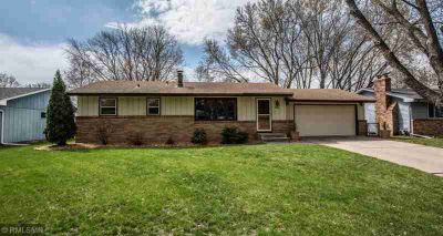 7801 45 1/2 Avenue N Minneapolis, Updated and move in ready