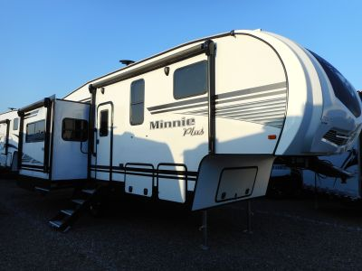 2019 Winnebago 27RLTS 5th Wheel