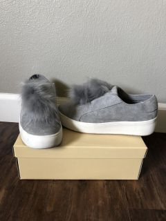 Sneakers size 7