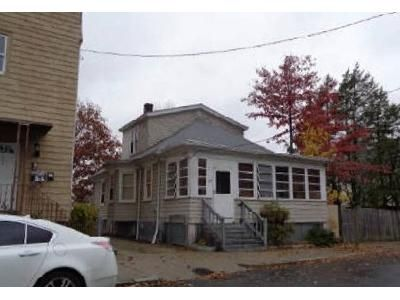 3 Bed 1 Bath Foreclosure Property in Providence, RI 02908 - River Ave