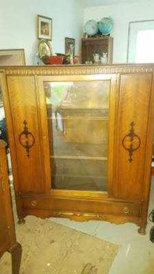 Beautiful vintage wooden Bookcase / display cabinet with glass door, carved accents.