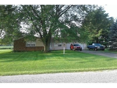 3 Bed 1.5 Bath Preforeclosure Property in Kendallville, IN 46755 - E Airport Rd