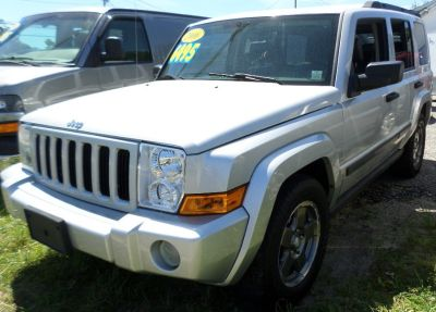 2006 Jeep Commander Base (Bright Silver Metallic)