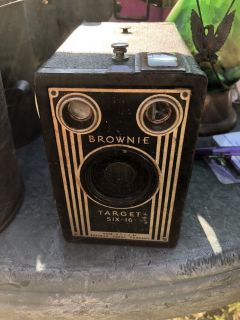 Vintage Brownie Target six-16 made by Kodak