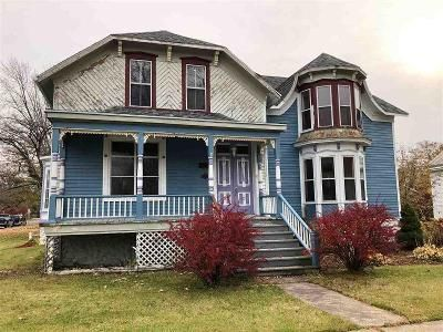3 Bed 2 Bath Foreclosure Property in Oconto, WI 54153 - Park Ave