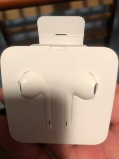 iphone earbuds brand new