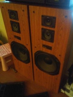 Fisher stereo speakers