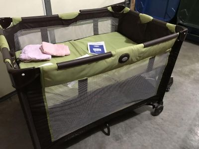 Dual level pack and play. Graco brand in mint condition