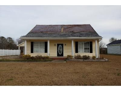 3 Bed 2 Bath Preforeclosure Property in Conway, SC 29527 - Woodcreek Ln