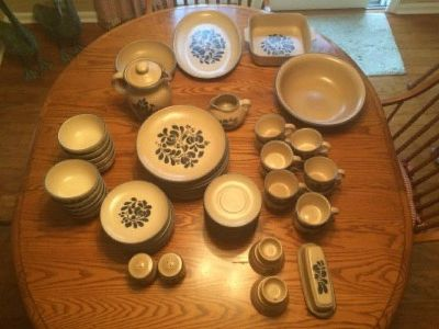 PFALTZGRAFF Folk Art Dinnerwear collection