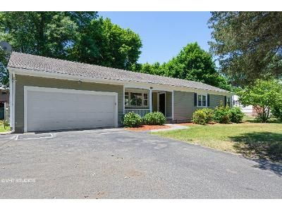 3 Bed 2 Bath Foreclosure Property in Barrington, RI 02806 - New Meadow Rd