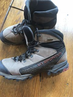 Men s hiking boots size 10.5