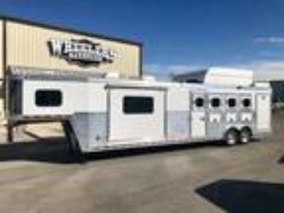 2008 Hart Trailers Living Quarters with Slide 4 Horse Outlaw 4 horses
