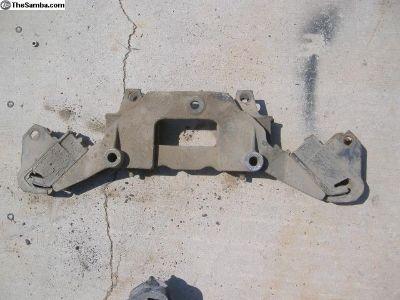 VW Vanagon engine motor mount 070 199 221 A #20