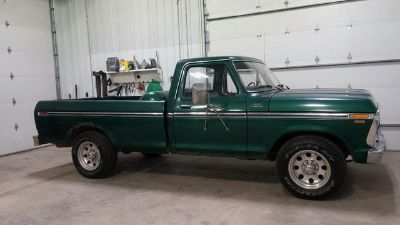 1977 Ford F-250 Ranger Camper Special (Green)