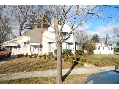 1 Bath Preforeclosure Property in Hempstead, NY 11550 - Greenlawn Ct