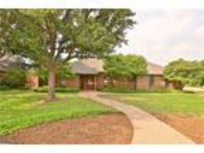 Abilene Real Estate Home for Sale. $194,000 3bd/Two BA. - Lauren Clark of