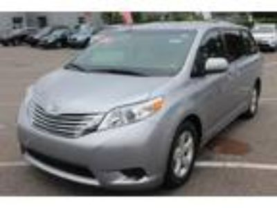 $21534.00 2016 TOYOTA Sienna with 33807 miles!