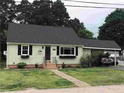 55 Crompton AV WEST WARWICK, Look no further this well cared
