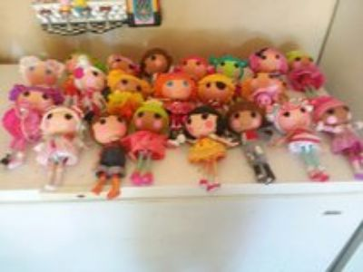 21 12 inch Lalaloopsy dolls and 4 pets all in great shape 2 r missing shoes all for $100