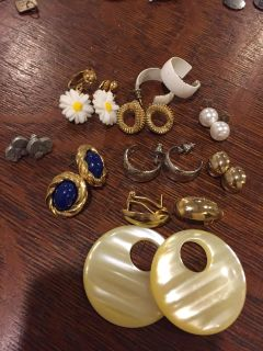 Lot of woman's clipped and pierced earrings