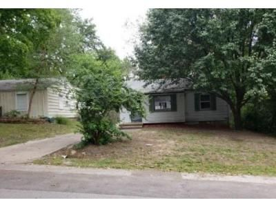 2 Bed 1 Bath Foreclosure Property in Kansas City, MO 64114 - W 88th Ter
