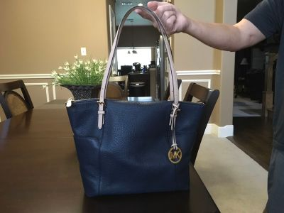 *GREAT CONDITION* Michael Kors Jet Set Leather Tote with Top Zip Closure