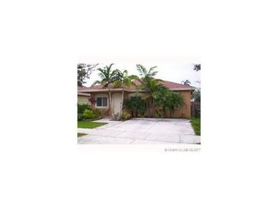 CENTRALLY LOCATED BEAUTIFUL 3/2 HOUSE FOR SALE!!!