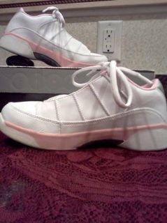 ~NEW~ Girls JORDAN 9.5 TEAM LOW in White/Silver/Pink. Sz-2