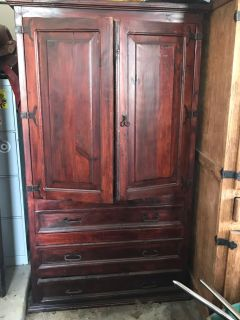 Armoire/Entertainment Center