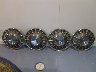"""Ford 1968 Mustang - Hubcaps/Wheel Cover 14"""" - OEM"""