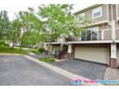 Beautiful Two BR/2.5 BA Townhome in Eden Prairie