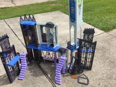 Monster high doll house free