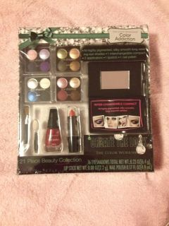 NWT 21 Piece Beauty Collection $5.00