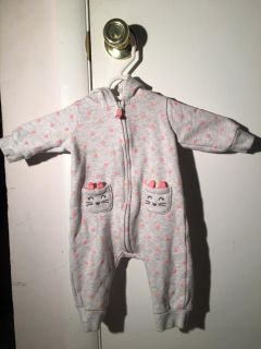 One piece zip up outfit size 3months