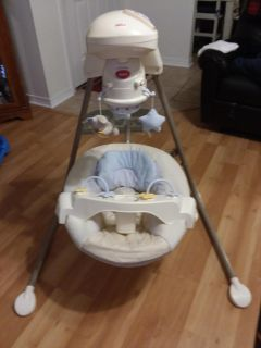 Fisher-Price automatic baby swing use batteries or plug-in excellent used condition