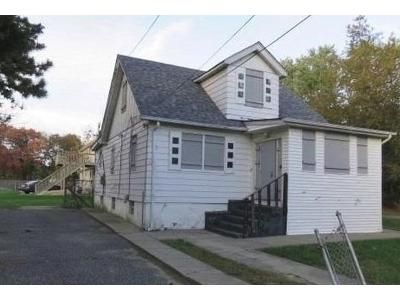 Foreclosure Property in Bay Shore, NY 11706 - Arizona Ave