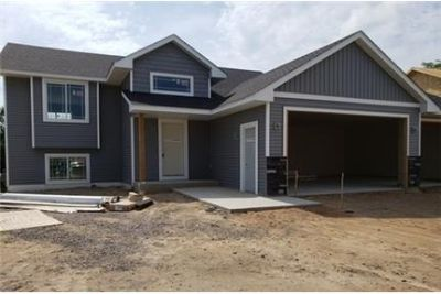 Bright Isanti, 5 bedroom, 2 bath for rent