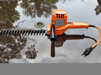 "Black and Decker 13"" Single edge shrub and Hedge Trimmer"