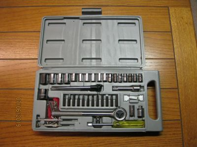 RACHET SET WITH AIR PRESSURE GAUGE AND DRILL BITS