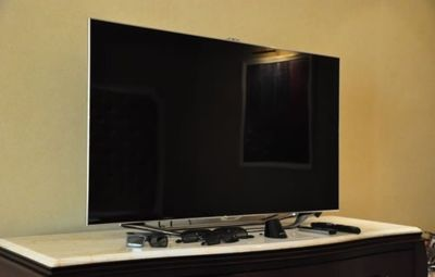 "Samsung 65"" LED 8000 Series (2012) (UN65ES8000F) TV HDTV With Built-In Wi-Fi & Web Browser Series"