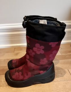Kuoma kids winter boots from Finland lightweight waterproof up to -30 worn one season amazing condition size 31 (13 us)