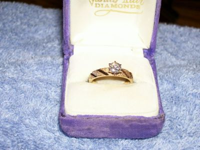 Stunning Vintage Diamond Engagement Ring 1/2 carat -Decorative Yellow Gold Mounting
