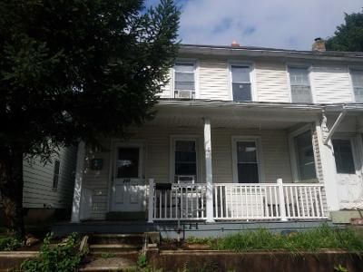 4 Bed 1.5 Bath Foreclosure Property in Slatington, PA 18080 - 2nd St